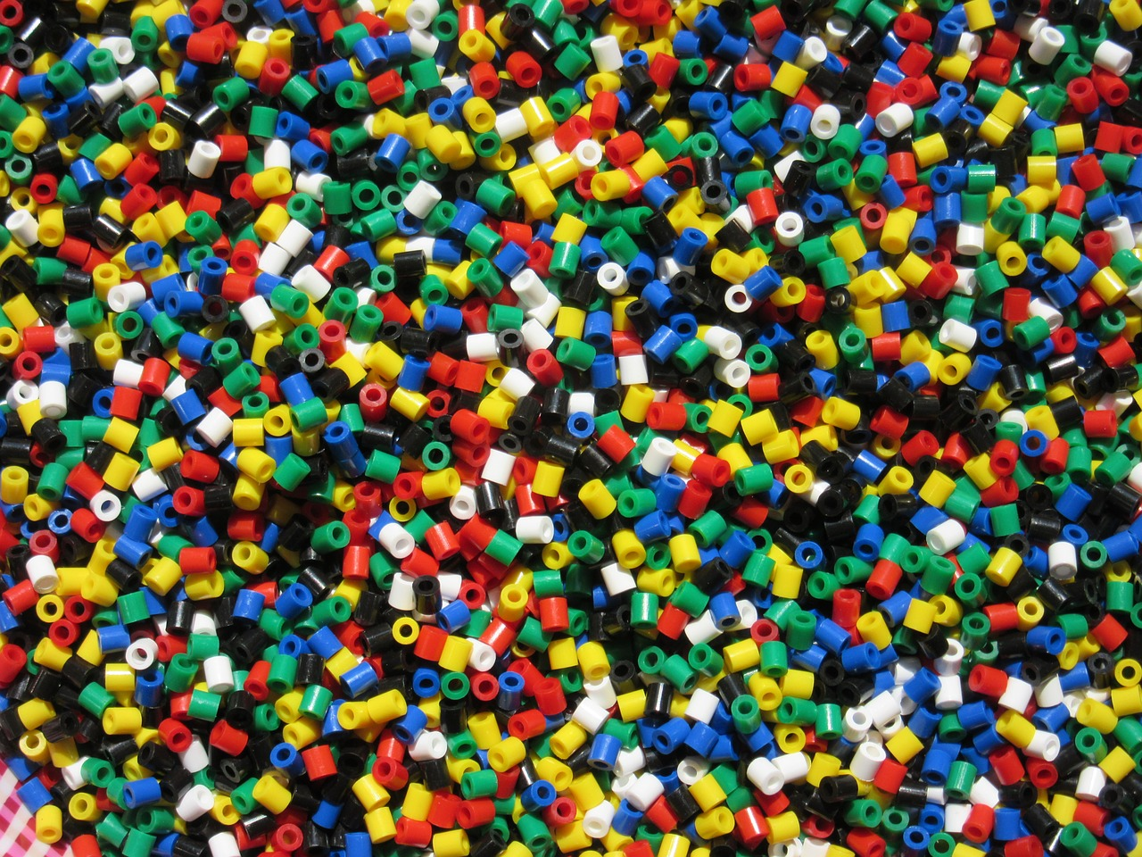 billes de plastique multicolore